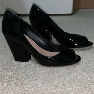 Vince Camuto Patent Leather open toe heels 7